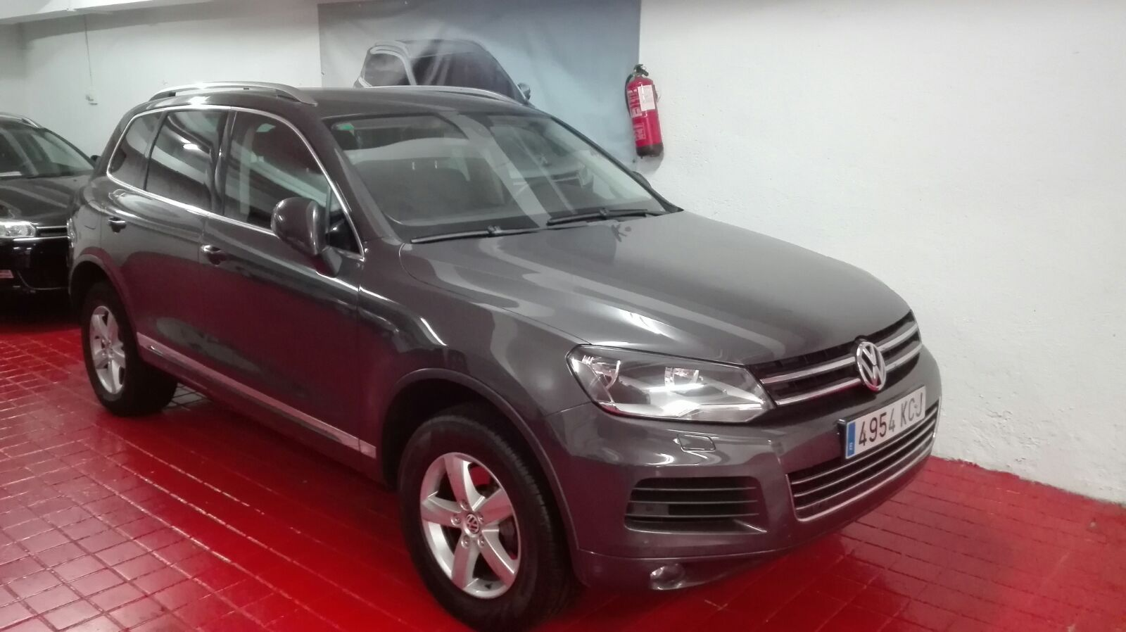 Left hand drive VOLKSWAGEN TOUAREG 3.0 V6 BLUEMOTION TECH SPANISH REG
