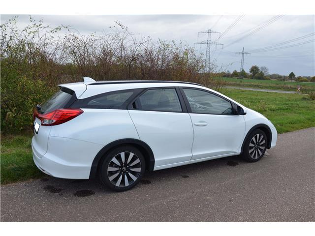 HONDA CIVIC (12/2016) - white - lieu: