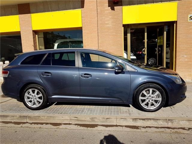 Left hand drive TOYOTA AVENSIS CS 2.2D-4D Advance Spanish Reg