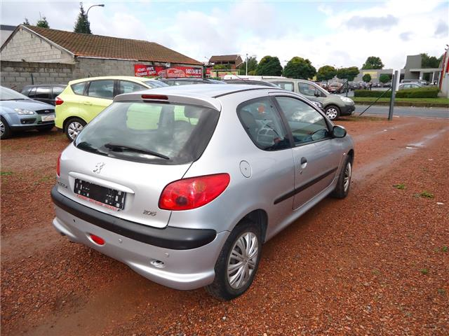 lhd car PEUGEOT 206 (04/2008) - grey - lieu: