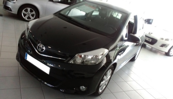 lhd car TOYOTA YARIS (01/2013) - Black - lieu: