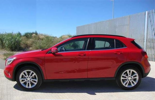 lhd MERCEDES GLA (05/2015) - Red - lieu: