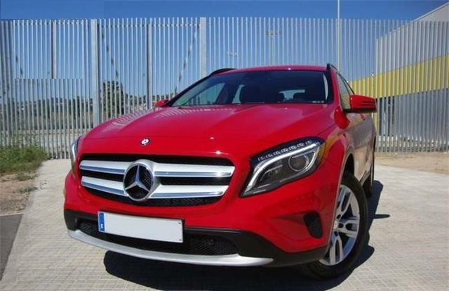 MERCEDES GLA (05/2015) - Red - lieu: