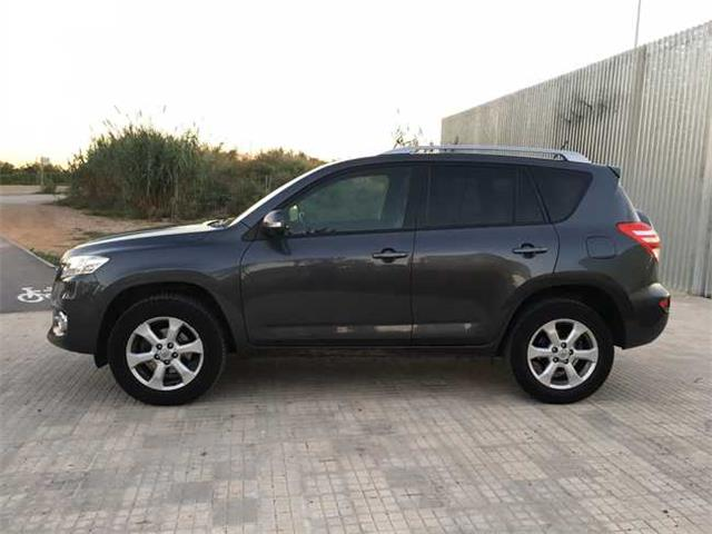 Left hand drive TOYOTA RAV 4 2.2 D4D Advance 4x4 Spanish Reg