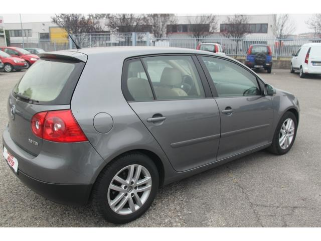 VOLKSWAGEN GOLF (05/2006) - GREY - lieu: