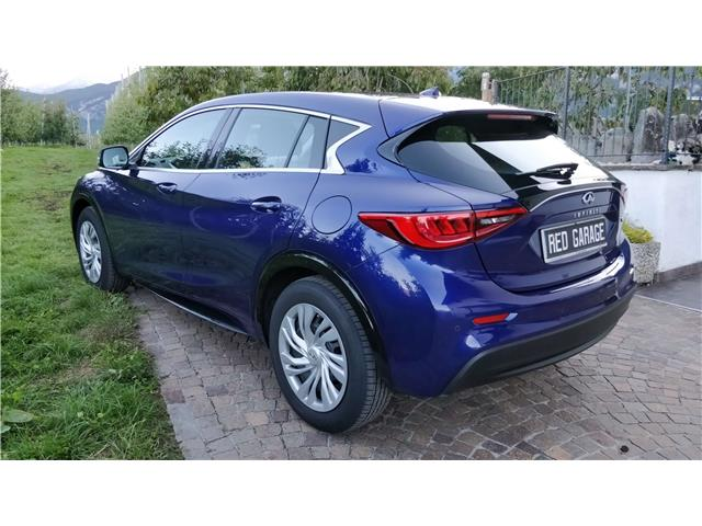 Left hand drive car INFINITI Q30 (07/2016) - blue - lieu: