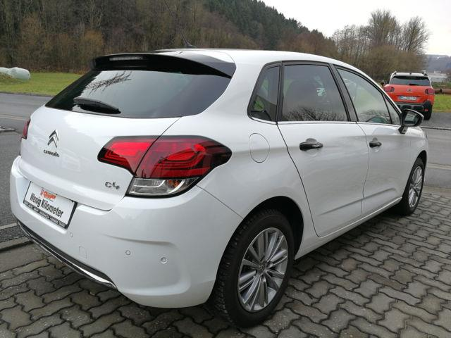 lhd car CITROEN C4 (01/2016) - white - lieu: