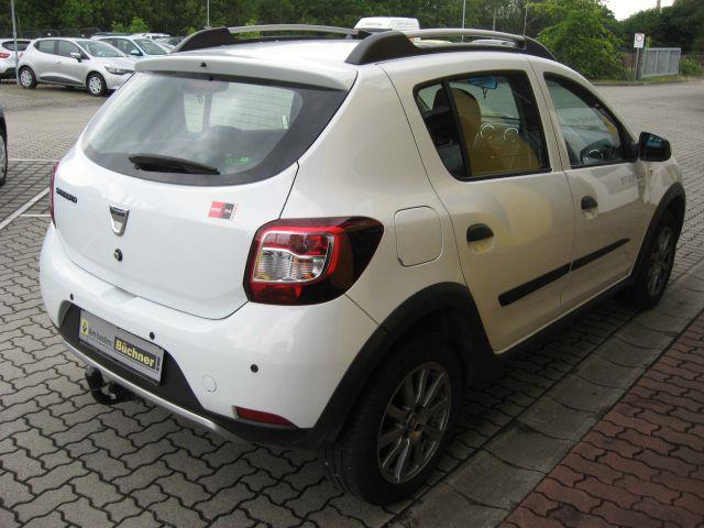 Left hand drive car DACIA SANDERO STEPWAY (01/2015) - white - lieu: