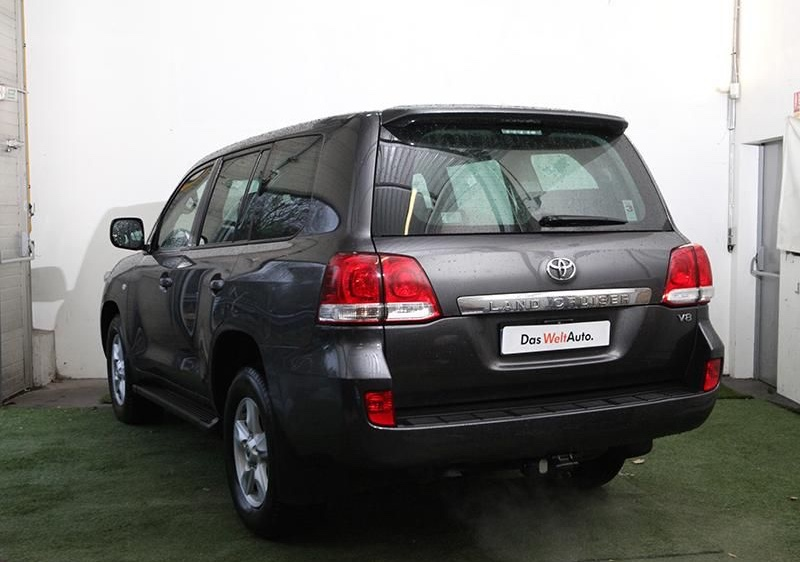 lhd car TOYOTA LANDCRUISER (04/2010) - grey - lieu: