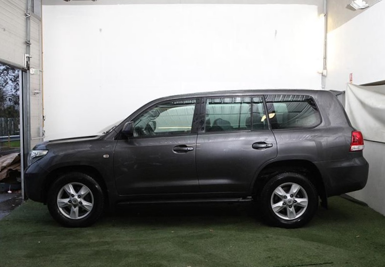 Left hand drive car TOYOTA LANDCRUISER (04/2010) - grey - lieu: