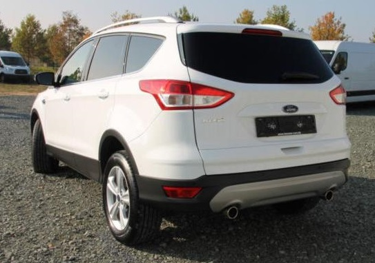FORD KUGA (03/2016) - White - lieu: