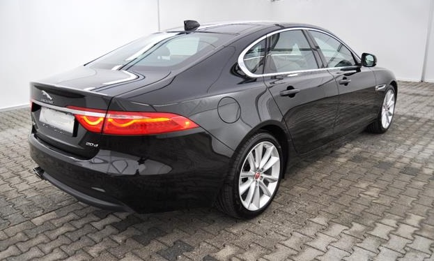 JAGUAR XF (06/2016) - Black - lieu: