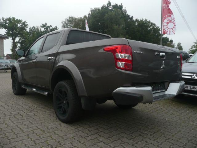 Left hand drive MITSUBISHI L200 Pick Up 4x4  DC Diamant Edition