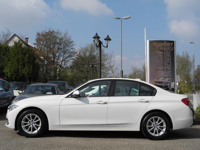 BMW 3 SERIES (02/2017) - white - lieu: