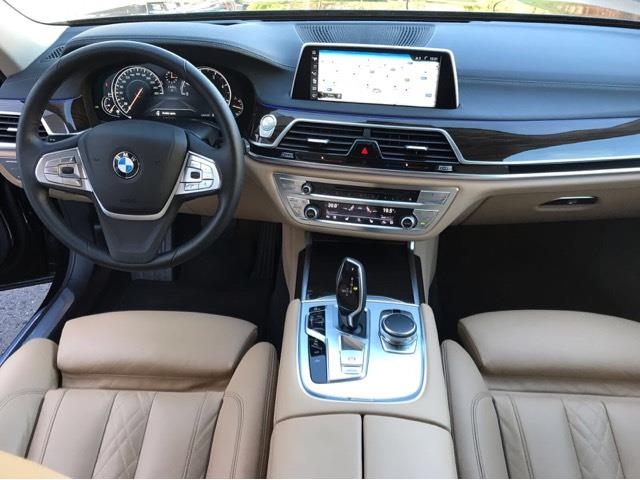 BMW 7 SERIES (01/2016) - black - lieu: