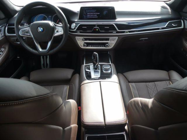 BMW 7 SERIES (01/2017) - white - lieu: