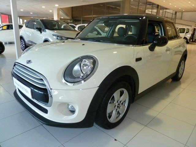 Left hand drive MINI COOPER 5p Spanish Reg