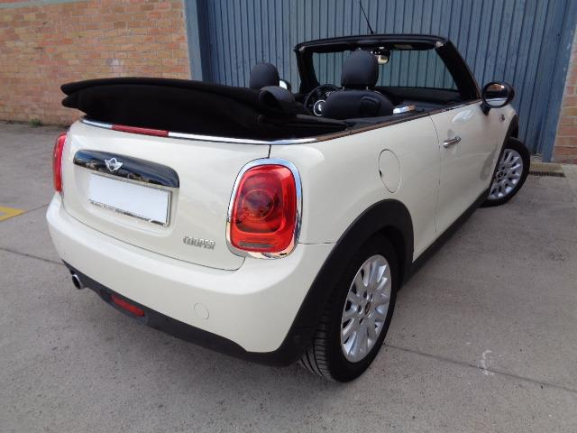 lhd car MINI COOPER (05/2016) - White - lieu: