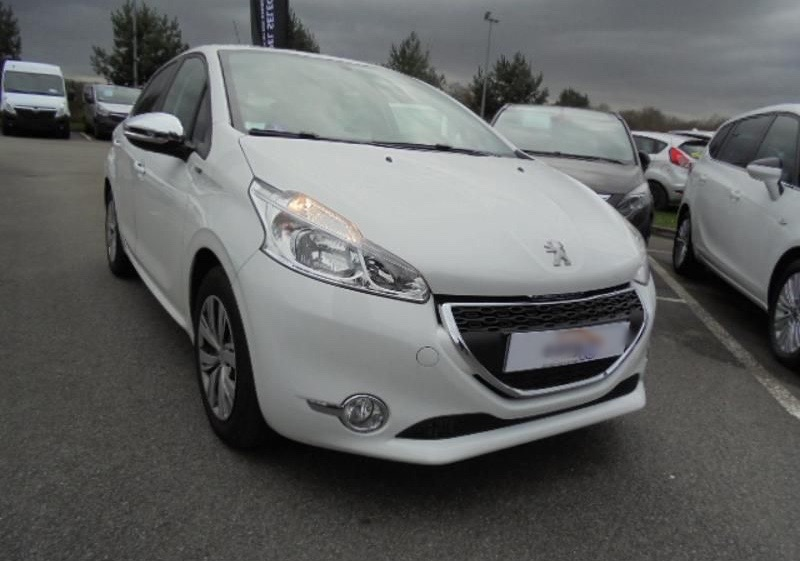 Left hand drive PEUGEOT 208  1.2 PureTech Style FRENCH REG