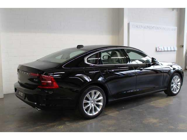 Left hand drive VOLVO S90 D4 AWD Momentum