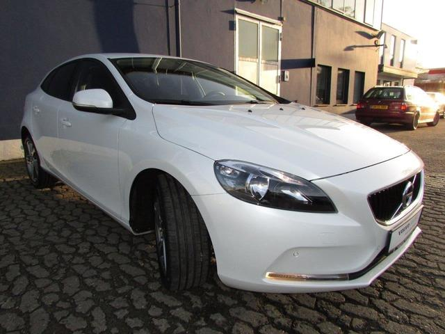 Left hand drive VOLVO V40 D2 Kinetic