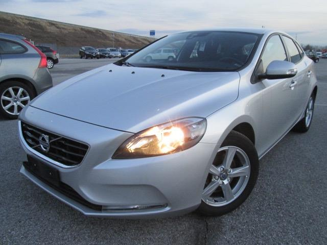 Left hand drive VOLVO V40 D2 Business