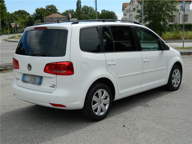 lhd car VOLKSWAGEN TOURAN (02/2016) - white