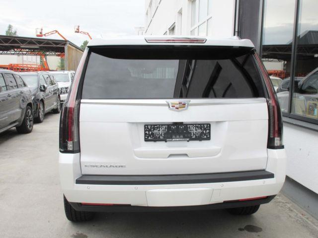 Left hand drive car CADILLAC ESCALADE (02/2017) - white - lieu: