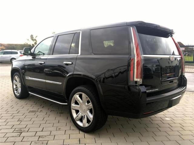 lhd car CADILLAC ESCALADE (05/2017) - black - lieu: