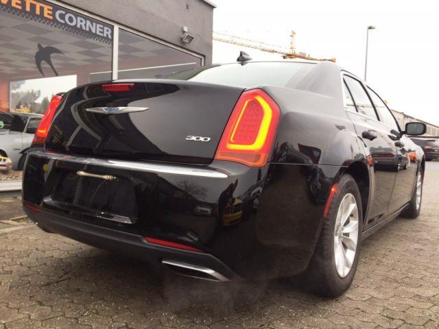 lhd car CHRYSLER 300C (07/2015) - black - lieu: