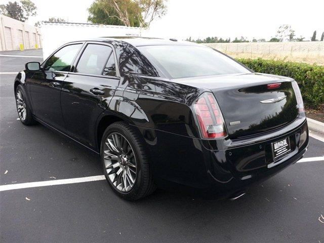 Lhd CHRYSLER 300C (03/2014) - black - lieu:
