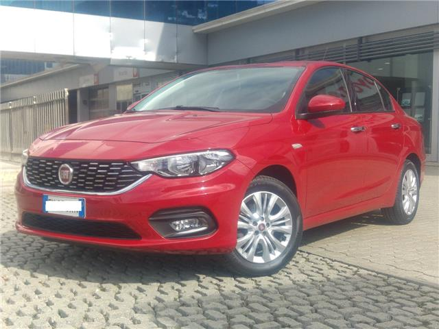 FIAT TIPO (02/2017) - red