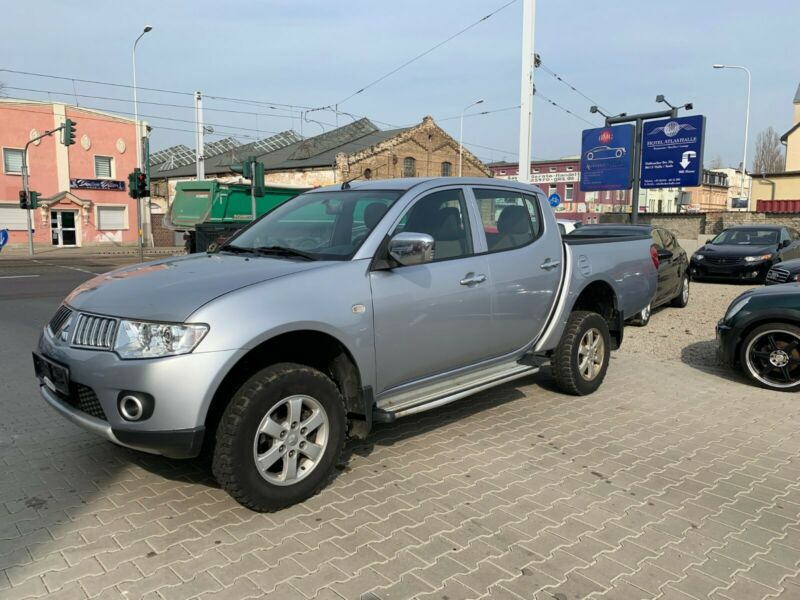 Left hand drive MITSUBISHI L200  Pick Up 4x4 Intense Double Cab