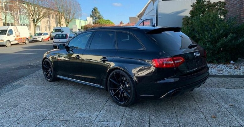 AUDI RS4 (04/2013) - BLACK - lieu: