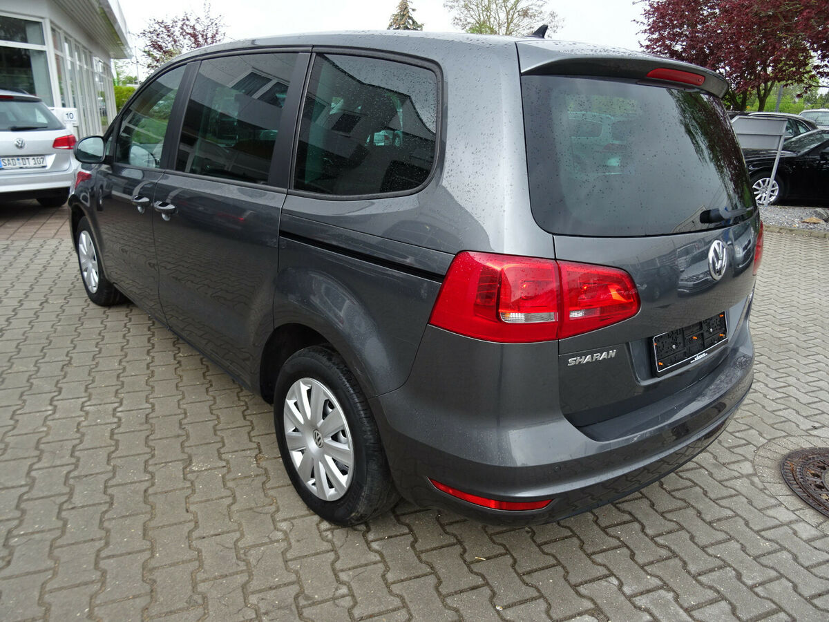 VOLKSWAGEN SHARAN (04/2012) - GREY