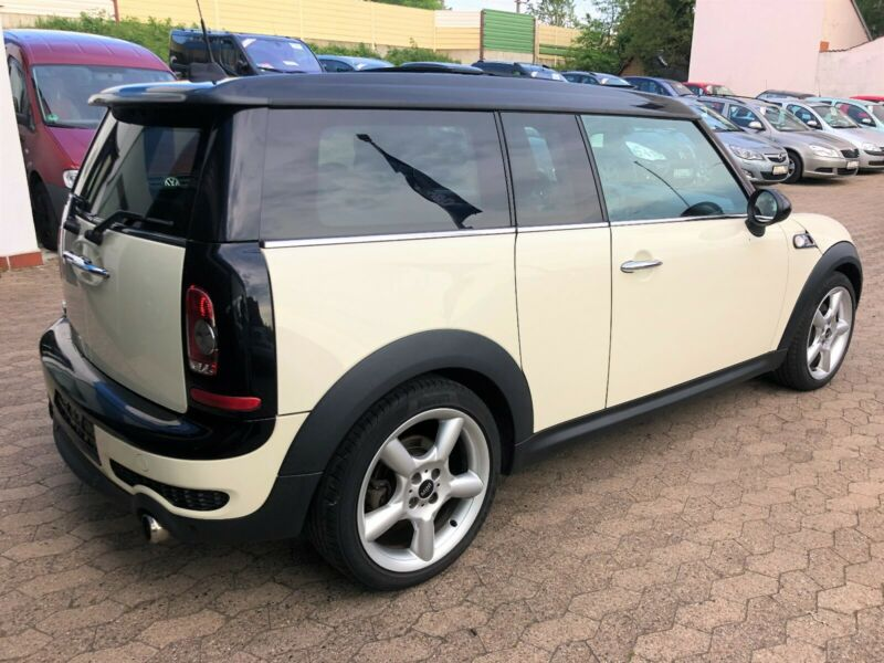 MINI CLUBMAN (04/2009) - WHITE