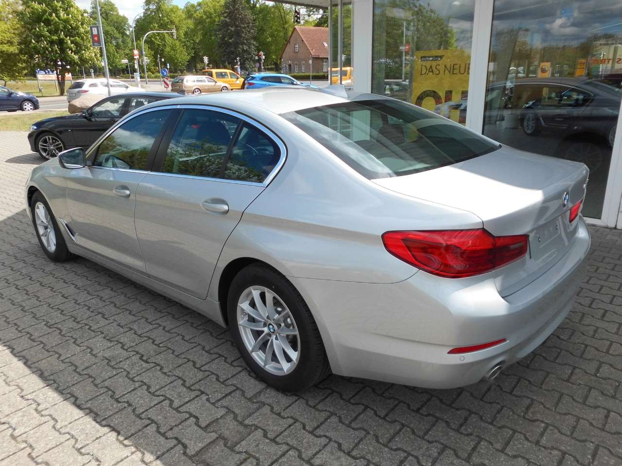 Left hand drive BMW 5 SERIES 520i BUSINESS