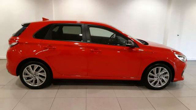 HYUNDAI i30 (09/2019) - RED