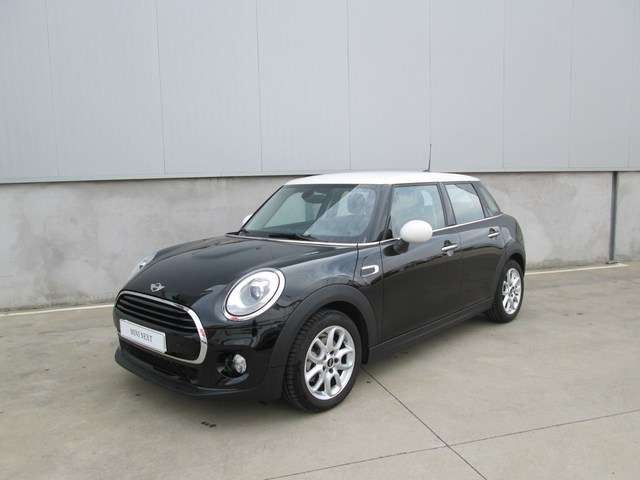 Left hand drive MINI COOPER 5 DOORS SPANISH REG