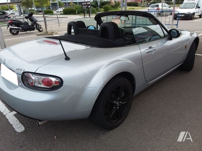 Left hand drive MAZDA MX 5 Active plus 1.8 Spanish reg