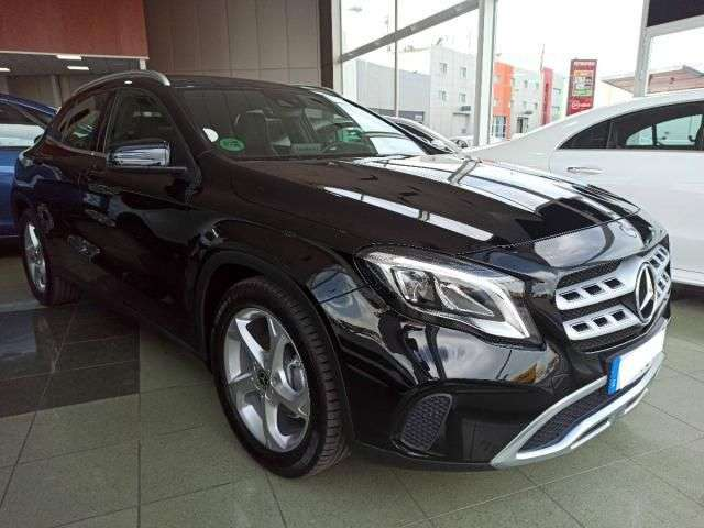 Left hand drive MERCEDES GLA 200 d Automatic Business