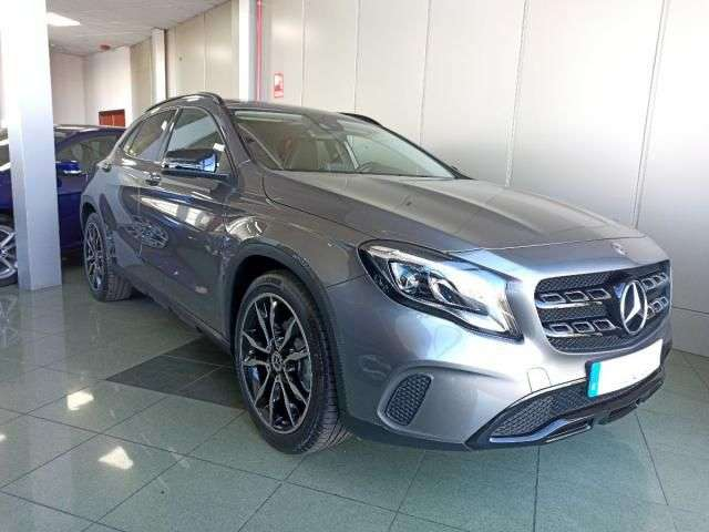 Left hand drive MERCEDES GLA 180 Business