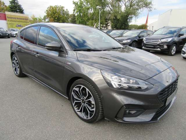 Left hand drive FORD FOCUS ST-Line Autom