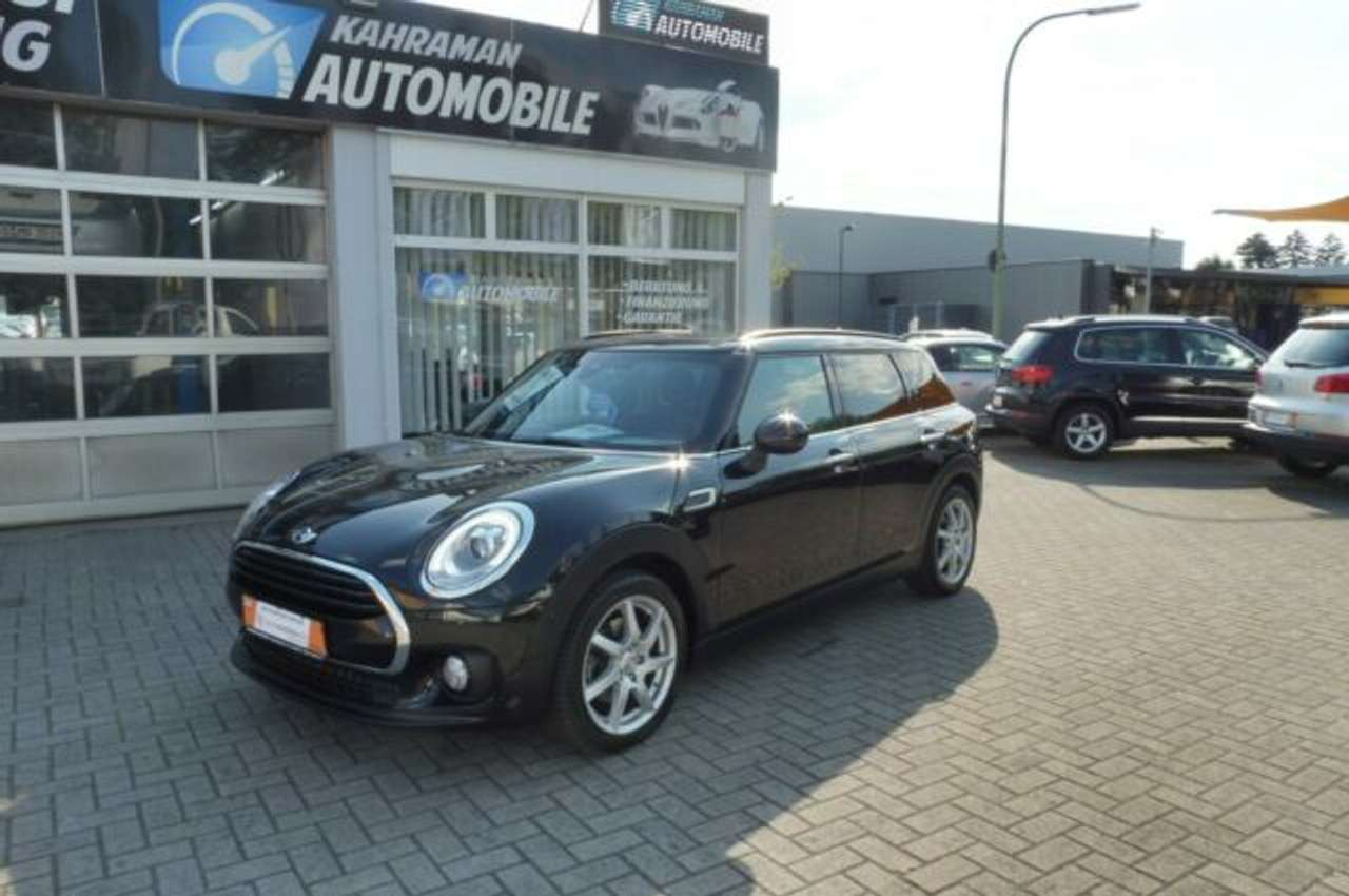 Left hand drive MINI CLUBMAN 1.5 CHILI
