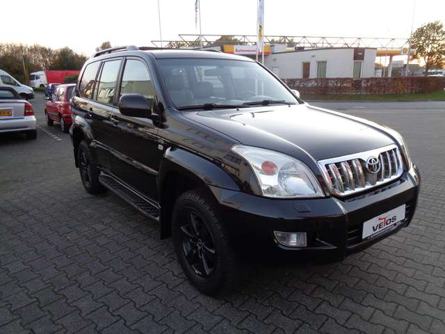 Left hand drive TOYOTA LANDCRUISER 3.0 D-4D Executive 7 seats
