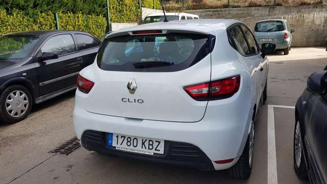 Left hand drive RENAULT CLIO TCe Life 55kW
