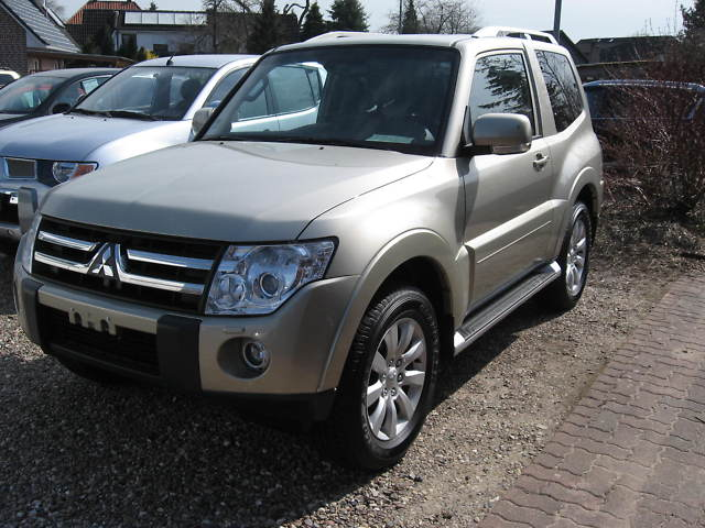 http://www.my-lhd.co.uk/images/voitures/4401a-car-mitsubishi-pajero-1.jpg
