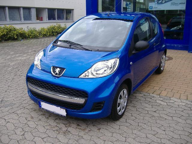 car picker - blue peugeot 107