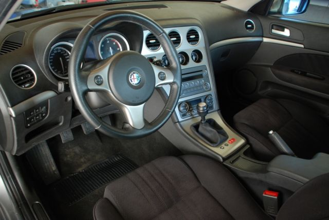Left hand drive car ALFA ROMEO 159 (06/2008) - Metallic Grey - lieu: