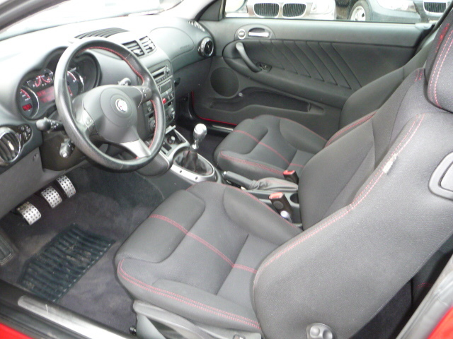 Left hand drive car ALFA ROMEO GT (01/2007) - Alfa Red - lieu: